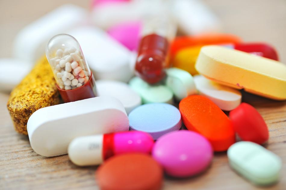 Лечение медикаментами может вызвать налет на языке