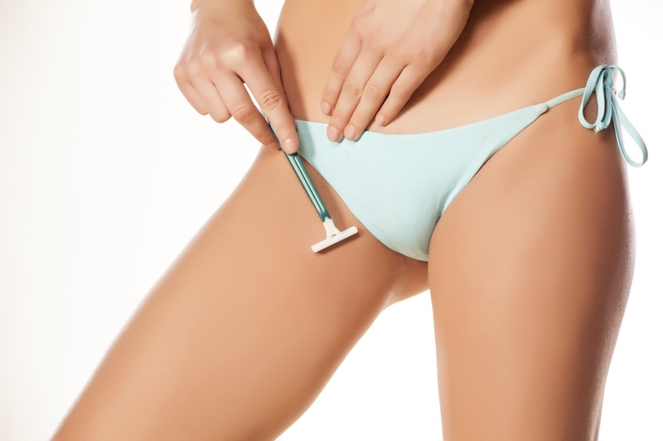 Раздражение от бритвы - одна из причин, почему чешутся половые губы.