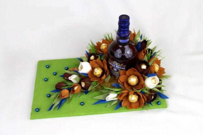 8245ff33393234589b8a90ef0a63cb72 Декупаж бутылок своими руками: свадебных, на день Рождения, Новый год. Как сделать декупаж свадебных бутылок шампанского и бокалов?