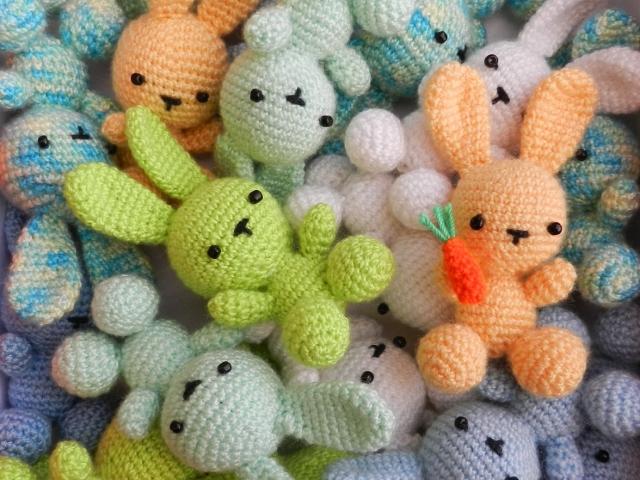 Схемы вязания игрушек. Зайка / вязание игрушек на спицах и крючком.