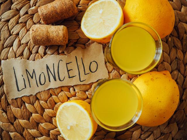 настойка лимончелло рецепты в домашних условиях на водке на спирту из самогона кремовый быстрого приготовления сколько градусов должно быть в Limoncello как и с чем пить