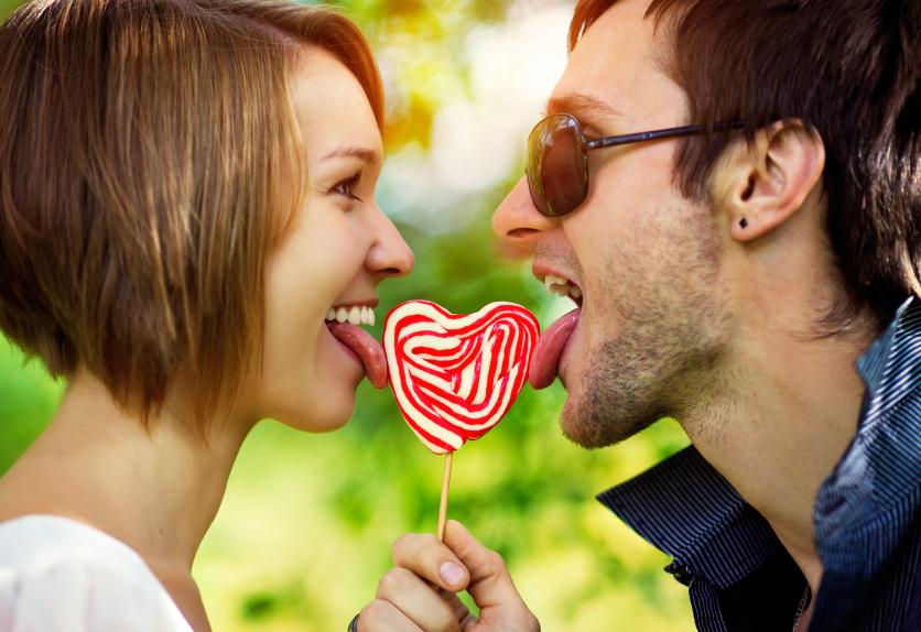 Влюбить в себя девушку можно, используя наши советы