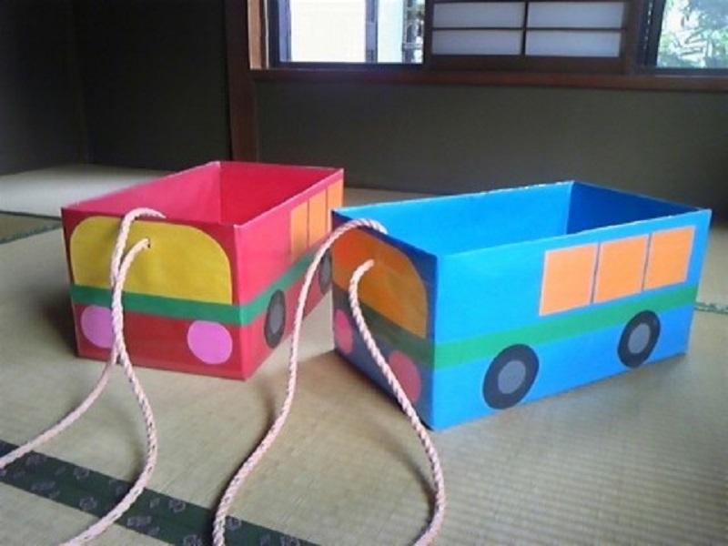 yashiki-v-vide-avtobusov Домик и мебель для кукол своими руками из картона: схема, выкройка, фото. Как сделать кровать, диван, шкаф, стол, стулья, кресло, кухню, холодильник, плиту, коляску для кукол из картона своими руками