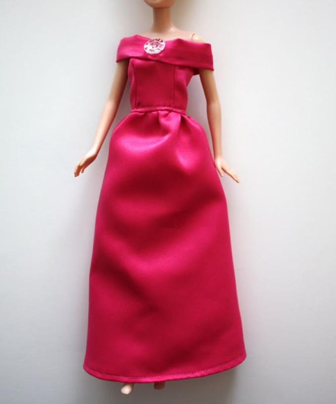 vechernee-plate-dlya-barbi-kotoroe-shetsya-bez-vikroiki Как сшить одежду для куклы Барби и Монстер Хай своими руками: выкройки, схемы, фото. Как сшить карнавальный костюм для куклы Барби и Монстер Хай своими руками?