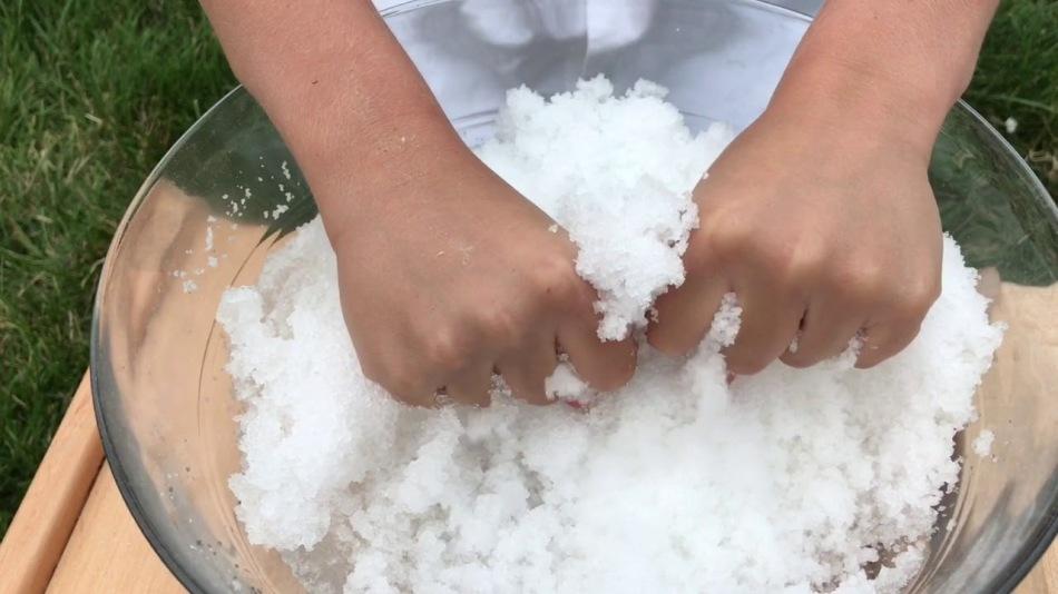 Искусственный снег из детских памперсов