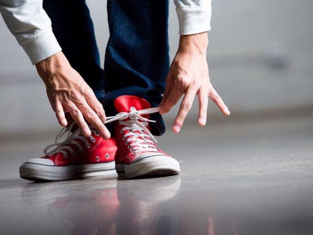 af15bc65c Как зашнуровать кроссовки и кеды правильно? Виды и способы шнуровки  кроссовок с 4, 5, 6, 7 дырками. Как красиво завязывать бантики на  кроссовках и кедах?