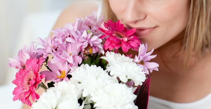 Принимать во сне цветочную композицию от незнакомца во сне – к сюрпризу наяву.