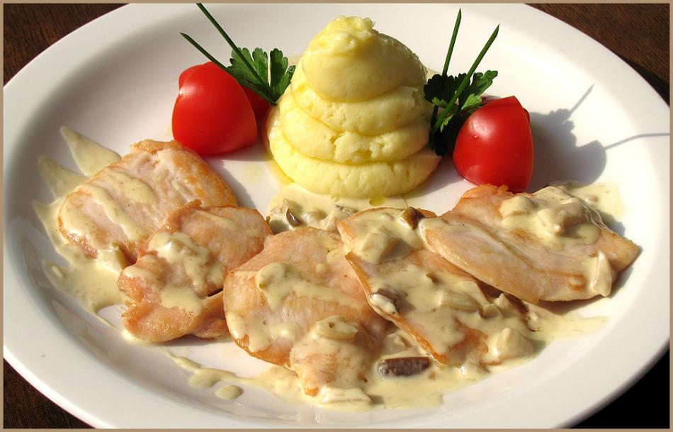 Куриные стейки будут еще вкуснее, если полить их соусом