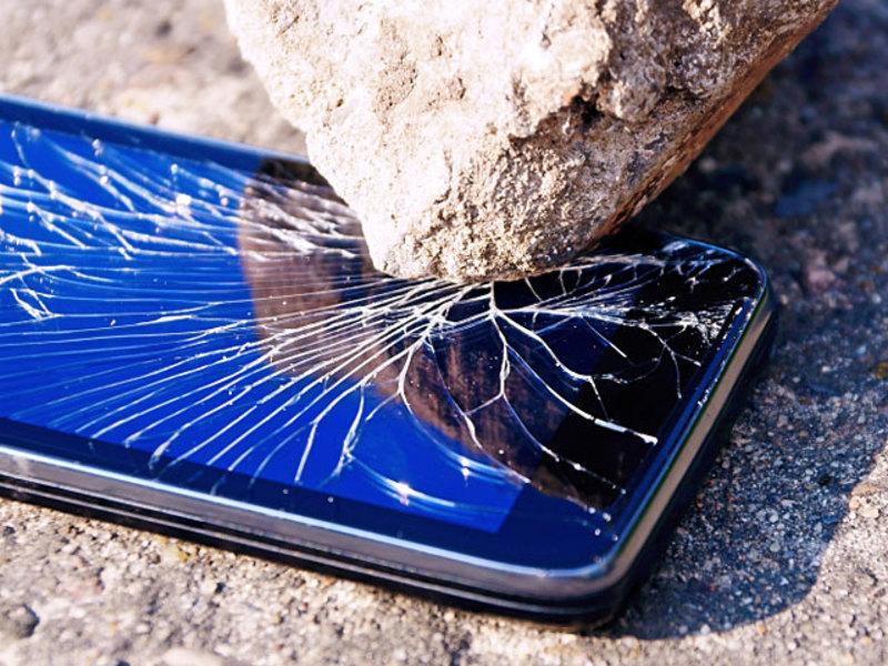 Треснувший телефон во сне предвещает ухудшение отношений наяву.