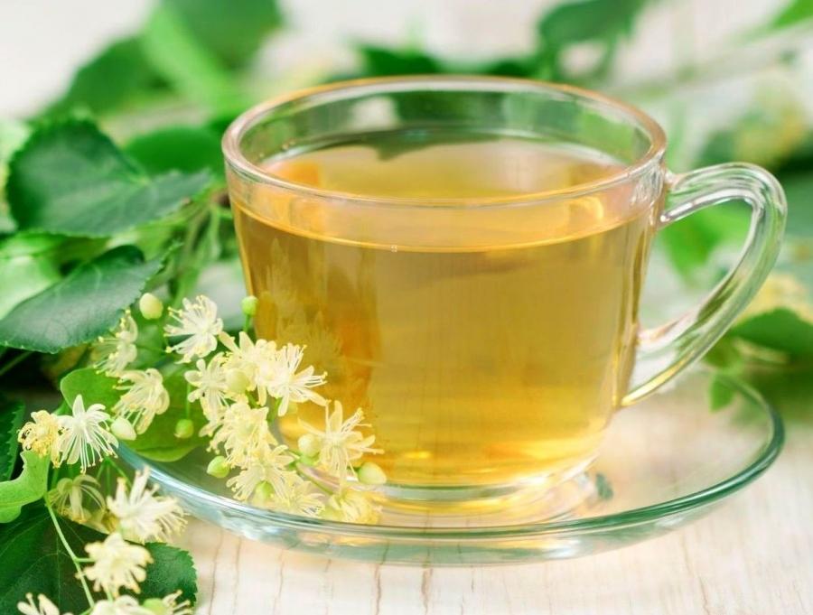 Некрепкий сладкий чай окажет помощь при головной боли