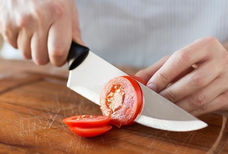 Попробуйте порезать мягкие овощи