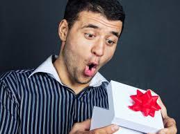 К подарку можно подготовить и шуточное поздравление