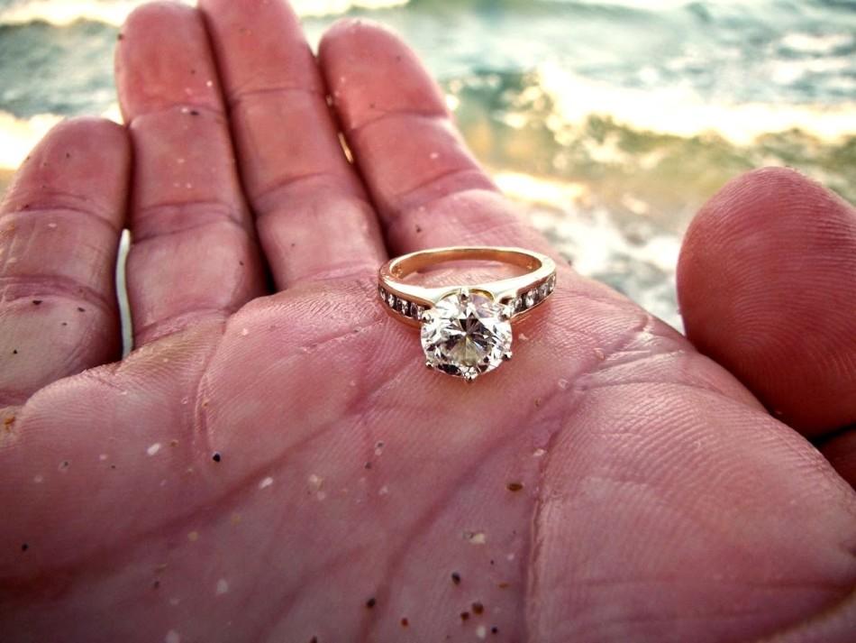 Найденное кольцо обещает судьбоносную встречу.