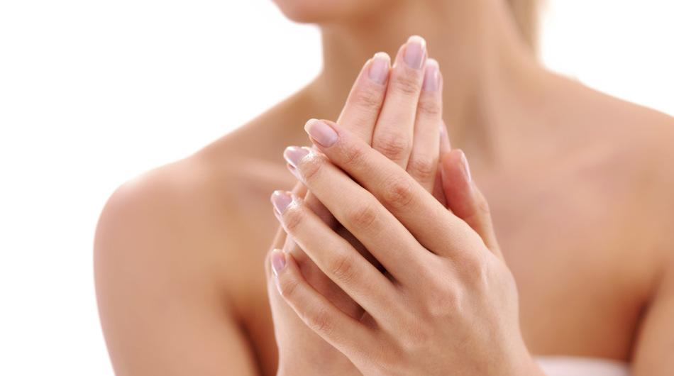 Красота ногтей во многом зависит от образа жизни и качества маникюра и педикюра
