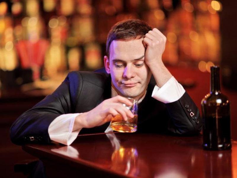 Мужчине нельзя пить алкогольные напитки, если он хочет стать отцом здорового ребенка