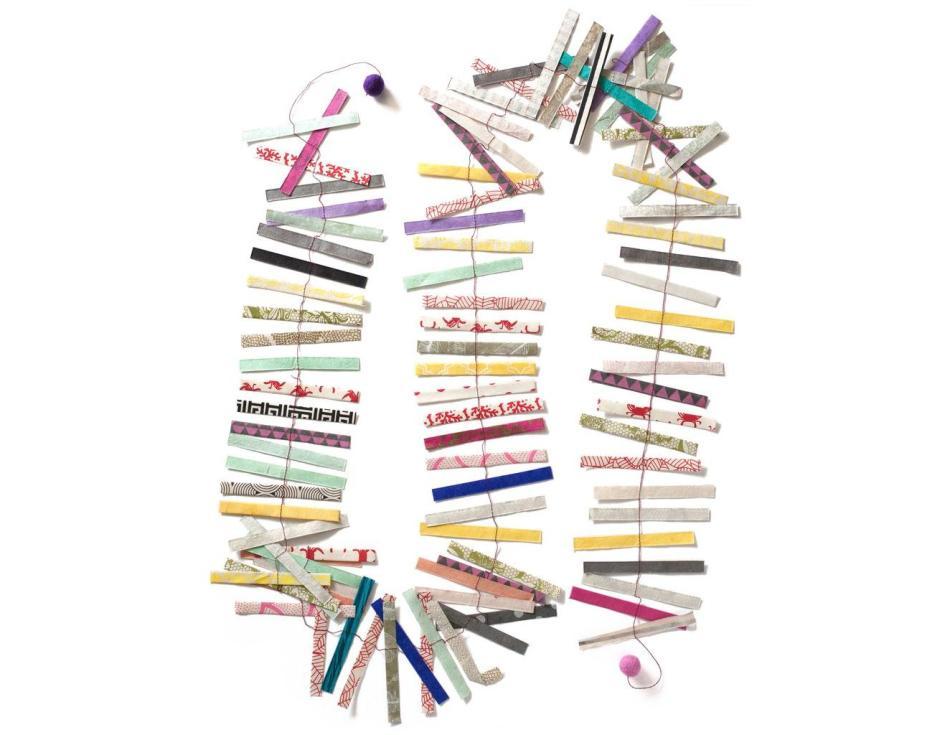 8d623521ad9f3cb5e3287a5b931a7037 Как сделать гирлянду из бумаги своими руками — схемы, шаблоны. Как сделать гирлянду из гофрированной бумаги. Гирлянды на день рождение, свадьбу, новый год в домашних условиях