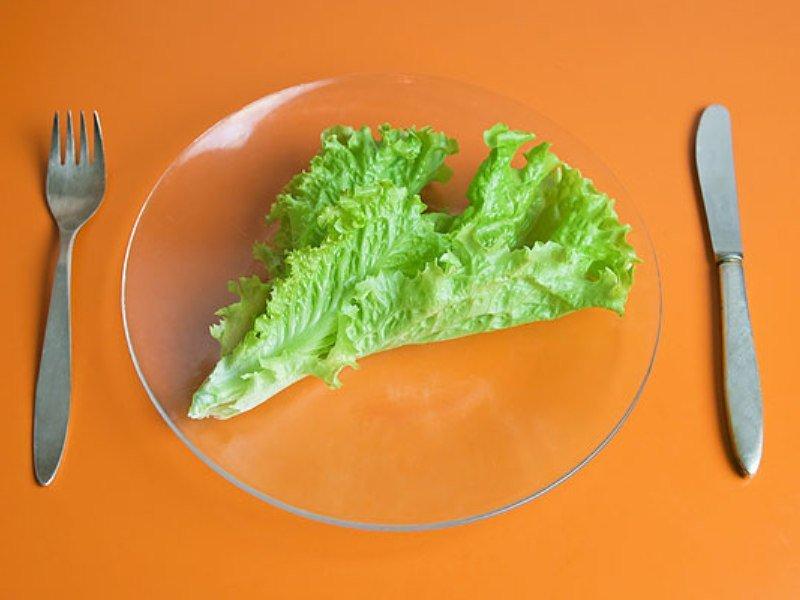 Такая диета ограничивает количество потребляемых калорий в сутки