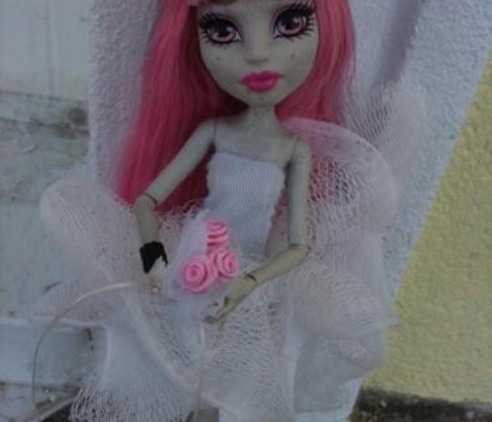 8da25c8cfa0102520298313673f791b3 Как сшить одежду для куклы Барби и Монстер Хай своими руками: выкройки, схемы, фото. Как сшить карнавальный костюм для куклы Барби и Монстер Хай своими руками?