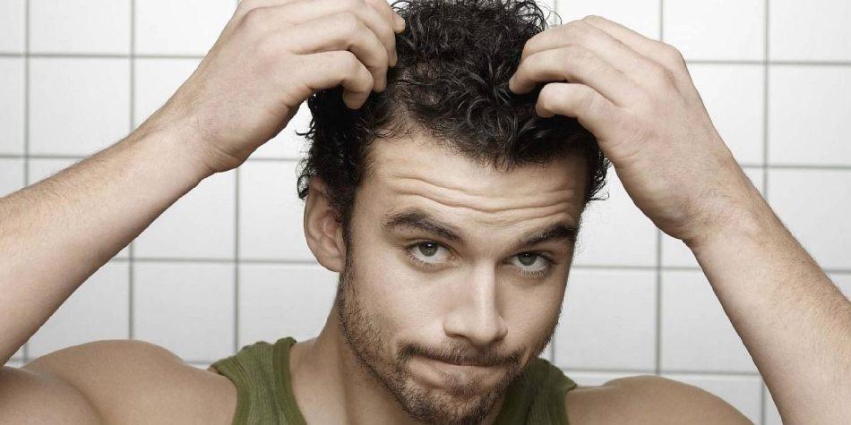 Почему у молодых мужчин выпадают волосы?