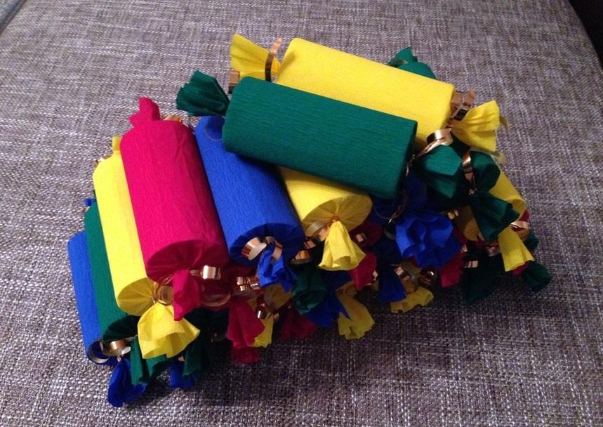 Конфетки из гофрированной бумаги с конфетами внутри - дети будут в восторге!