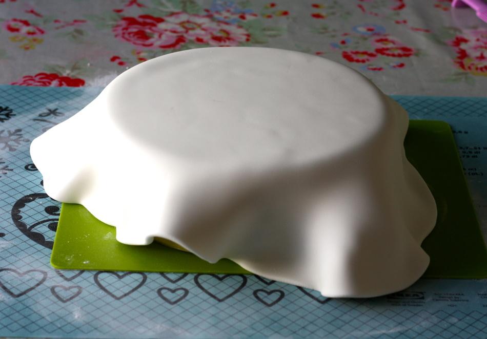 pokritie-torta-mastikoi Украшение торта своими руками в домашних условиях