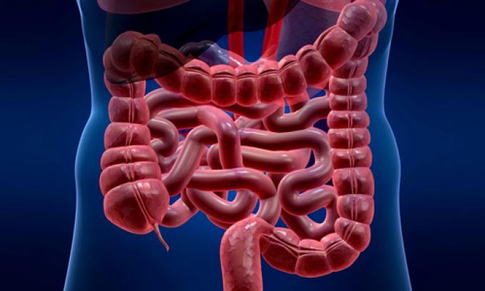 Клизма помогает очистить кишечник от каловых масс.