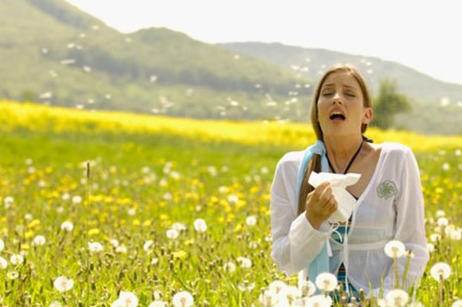 Очень часто солнце становится «виновником» проявления негативных реакций организма на пыльцу растений или резкие духи