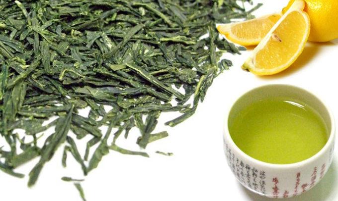 У большинства восточных женщин жирная кожа лица. они издавна используют зеленый чай для увлажнения и омоложения своей кожи