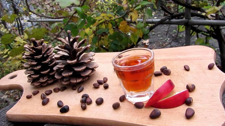 В сибири, а также далеко за ее пределами, очень популярна настойка на кедровых орешках