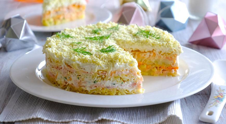 Салат «мимоза» с сайрой и рисом, сыром, сливочным маслом, без картошки и моркови слоями