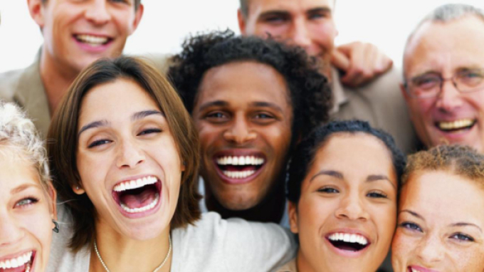 Люди смеются над голым человеком: толкование сна