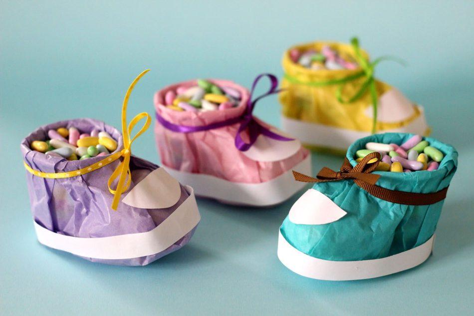 vot-takimi-poluchayutsya-bashmachki-upakovki-dlya-konfet Коробка для конфет своими руками: делаем из бумаги и из картона
