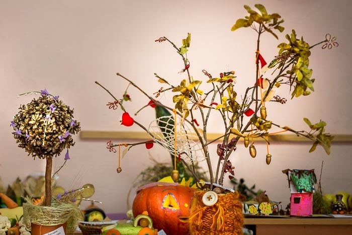 93b991c417e20387948f06ef8e65296e Цветы и розы из кленовых листьев своими руками пошагово. Осенние поделки из кленовых листьев – букеты с розами и цветами: мастер класс