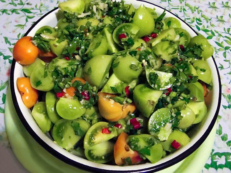 Как можно приготовить зеленые и недоспелые помидоры вкусно?