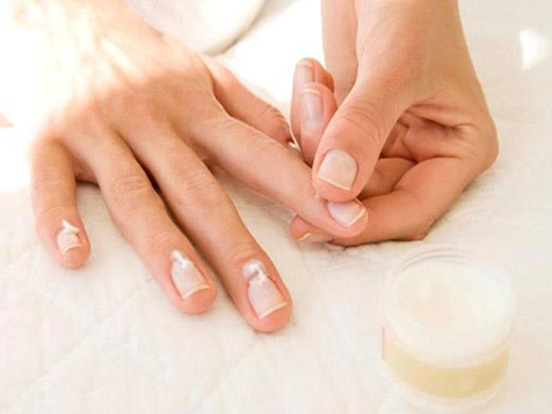 Для лечения ногтей используют много средств, но назначать их должен врач