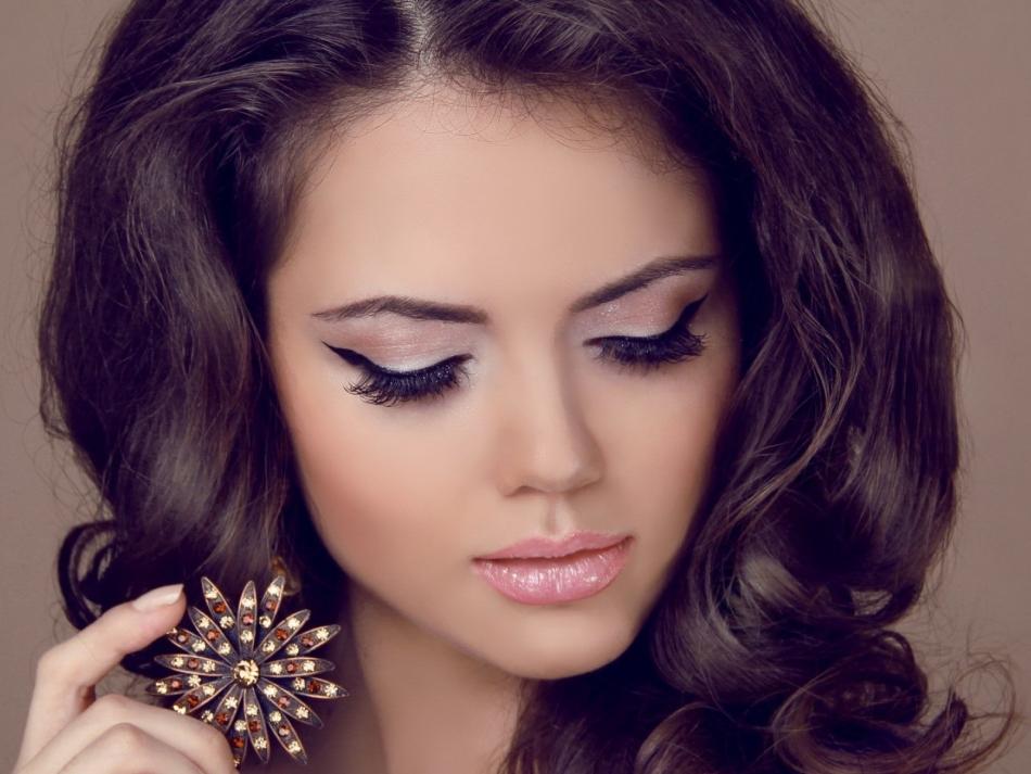 Вечерний макияж с акцентом на глаза