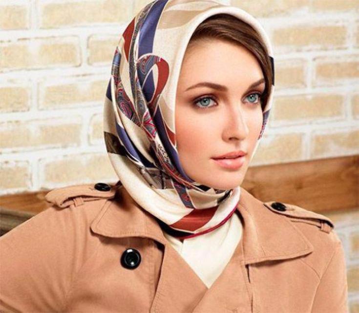 Как носить платок на голове с пальто?