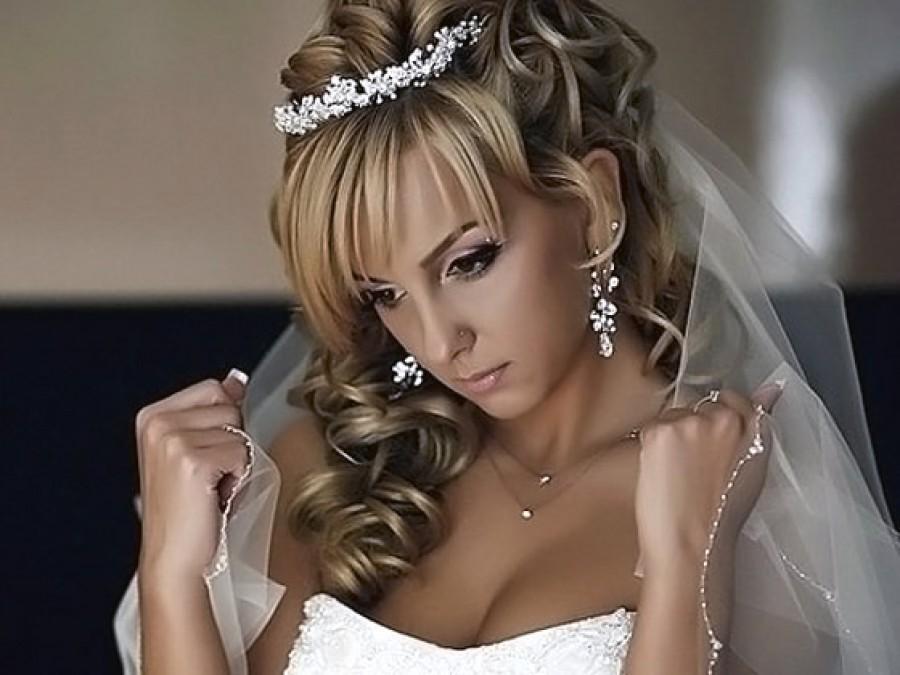 Оригинальная причёска для невесты с чёлкой