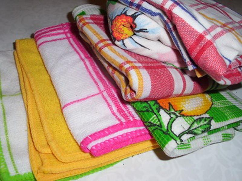 Отстирать плесень с цветной одежды и полотенец, не потеряв цвет, довольно непросто