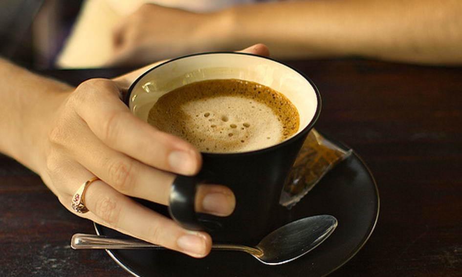 Чашка кофе в руке
