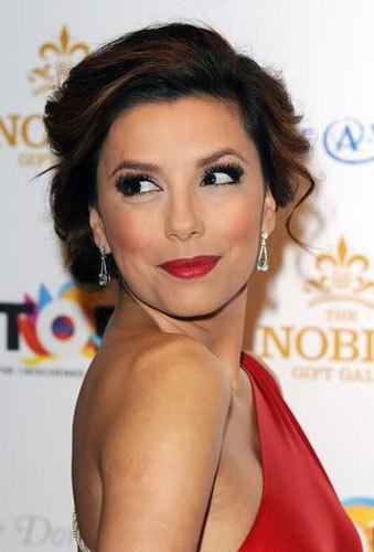 879a11bc367 Какой макияж подходит к красному платью  Макияж под красное платье ...