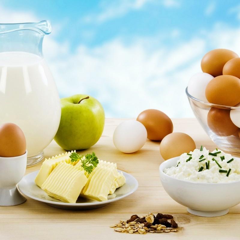 На столе продукты, разрешенные к употреблению вечером после тренировки на похудение