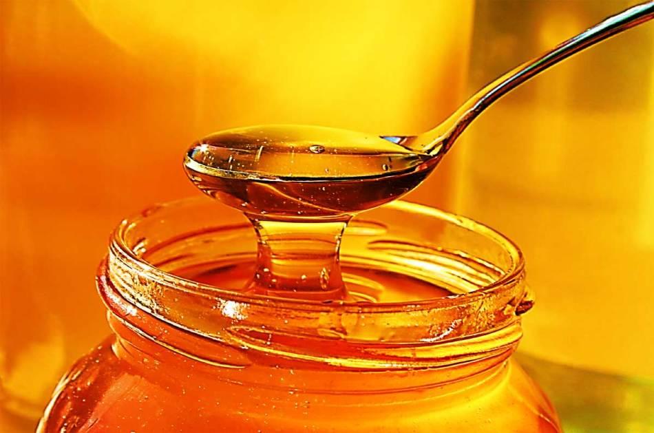 Консистенция для удаления морщин из меда и яйца