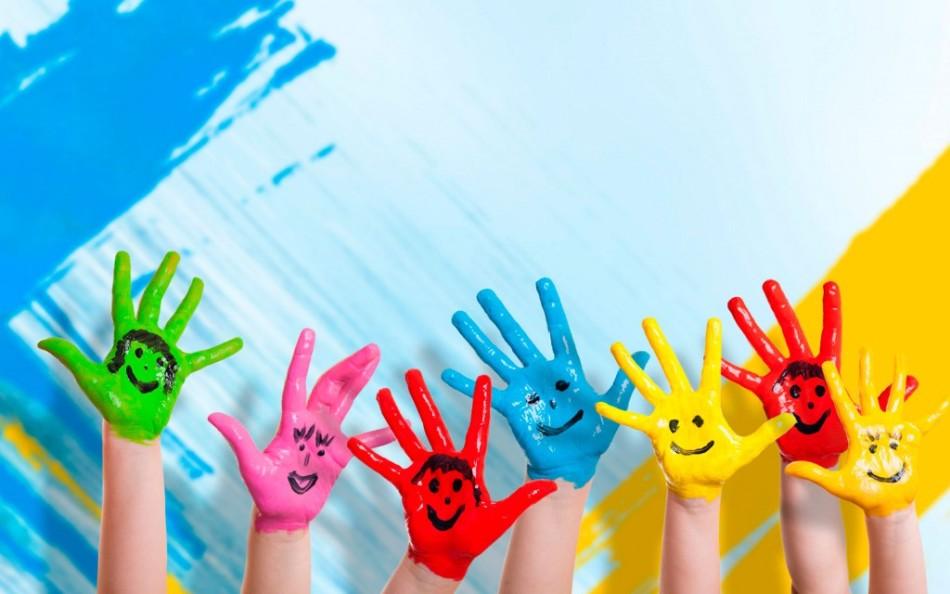 Цветные веселые детские ладошки