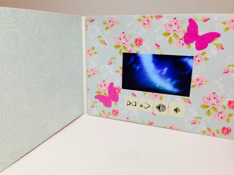 Видео-открытка послужит отличным памятным подарком для девушки