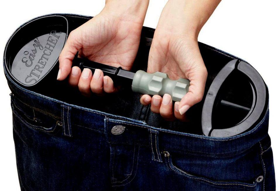 Растянуть джинсы в ширину можно с помощью расширителя
