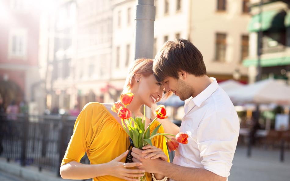 Влюбленный мужчина завалит подарками и комплиментами