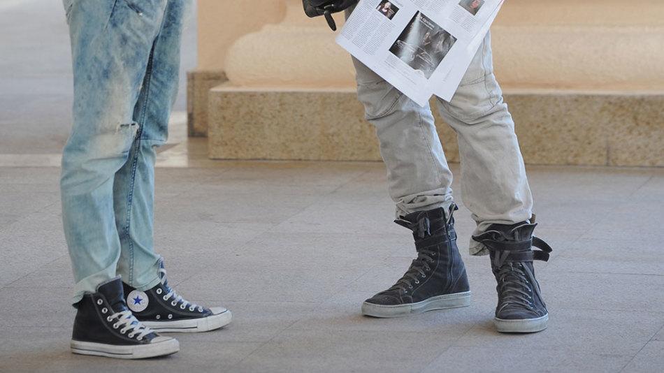 Повышенная потливость ног наблюдается даже у детей и подростков