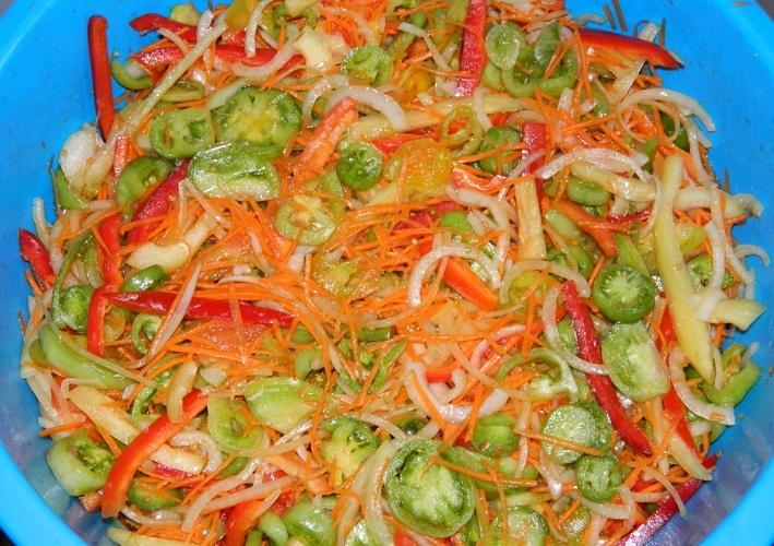 Такая заготовка из зеленых помидор еще и подарит заряд витаминов в холодное время