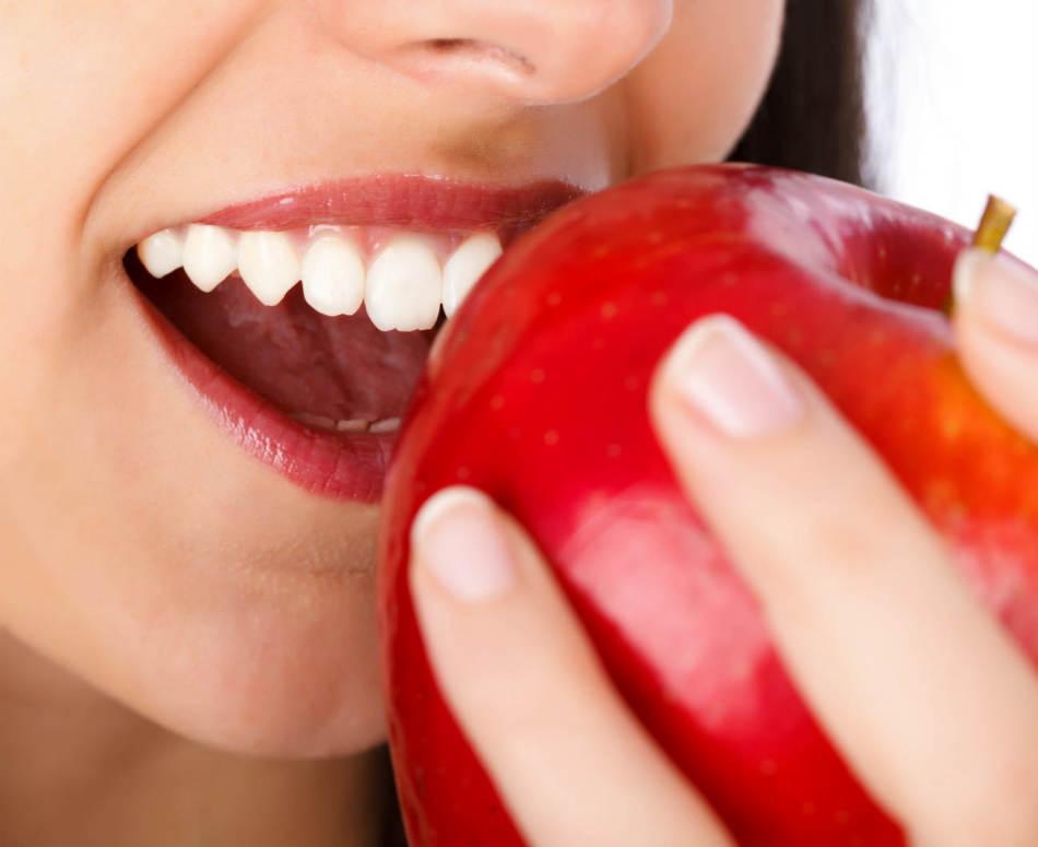 Употребление твердой пищи снижает риск возникновения зубного камня